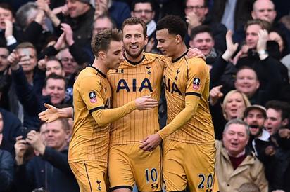 Kane's hat-trick sends Spurs into Cup Q/finals