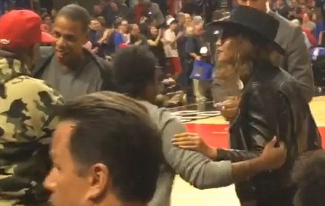 Lol..random chick gets jammed by Floyd Mayweather