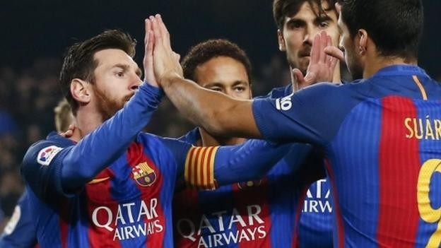 Messi strikes late penalty to give Barcelona win