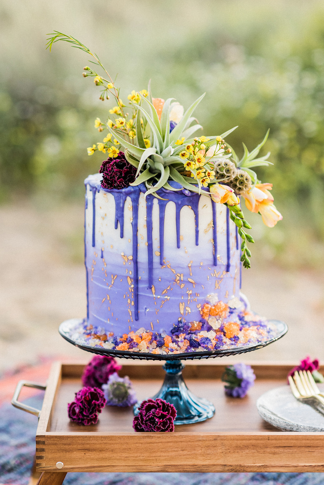 trending wedding cakes the trend in wedding desserts drip cakes wowplus 21262