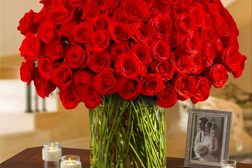 1-800-Flowers Sued After Vase 'Implodes' in Customer's Hands