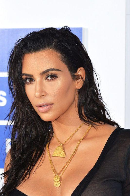 13 Times Kim Kardashian West Killed the Contour Game