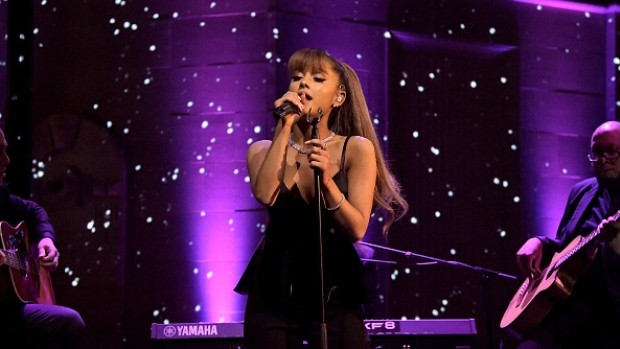 Ariana Grande Gives an Outstanding Performance, Justin Beiber breaks Down & More from the One Love Manchester Concert