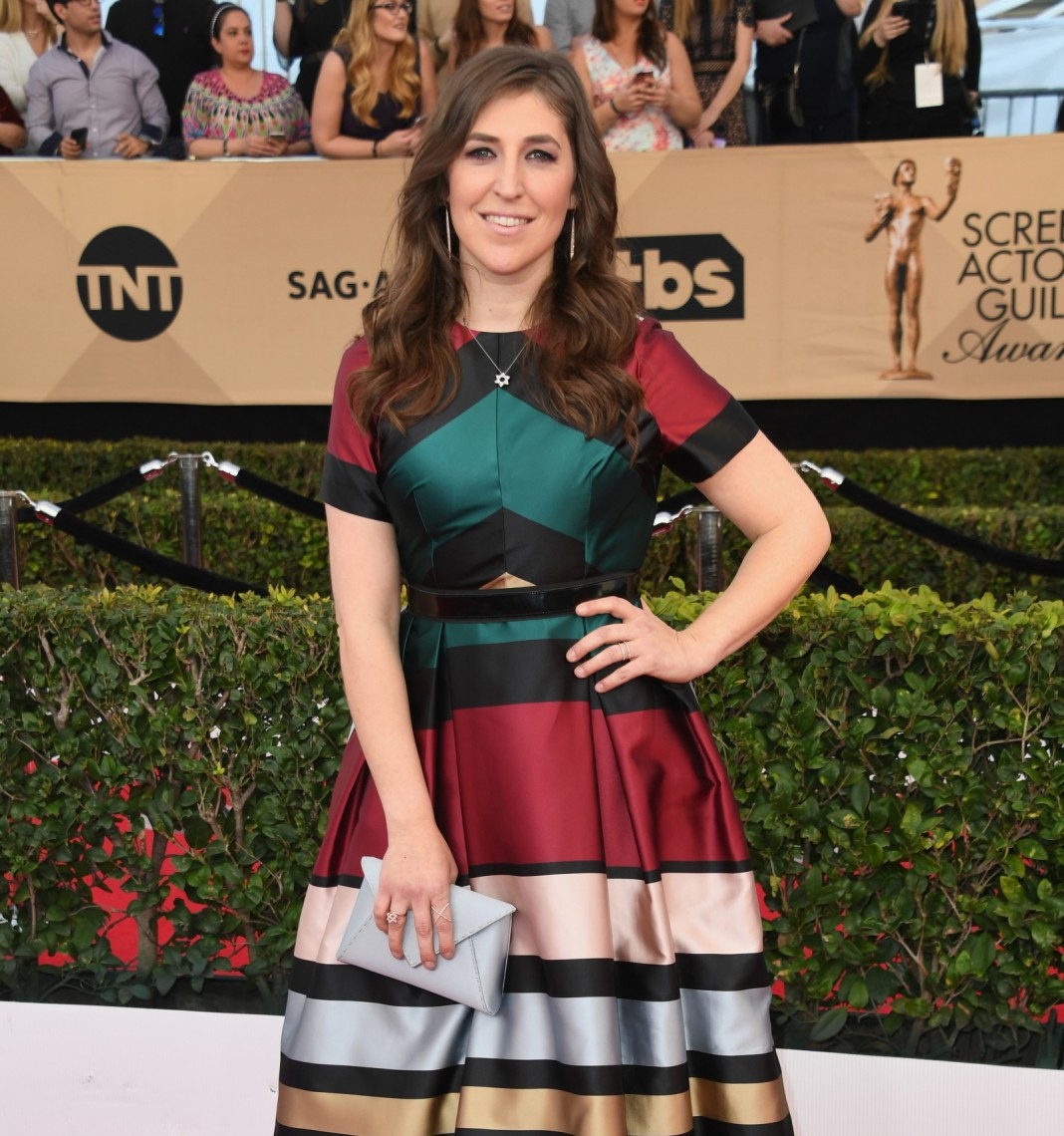 """Mayim Bialik: """"Getting Naked Is Not the Only Way to Feel Empowered"""""""