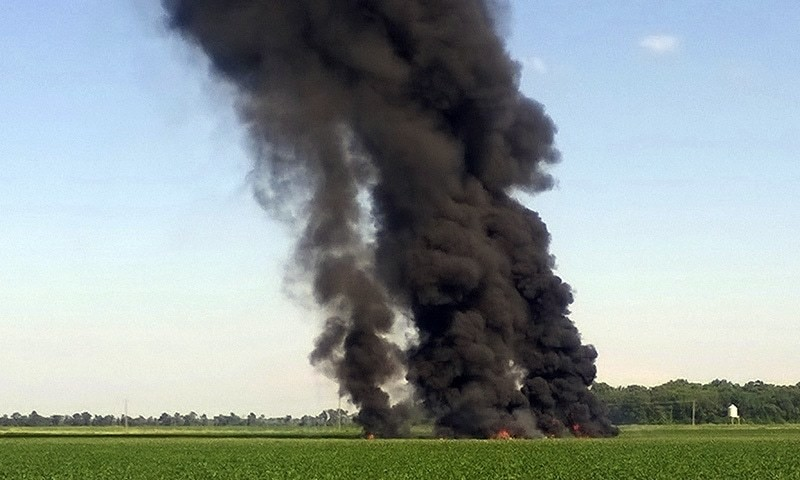16 dead in US military plane crash in Mississippi