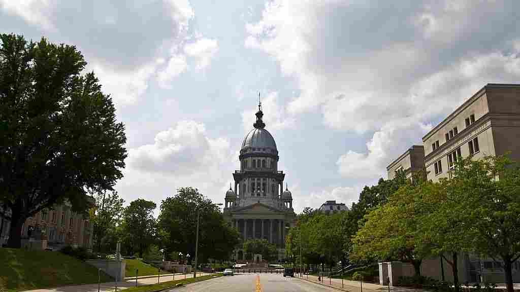 Illinois Lawmakers Override Governor, Pass Budget For 1st Time In 2 Years
