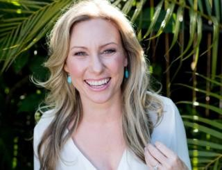 Justine Damond death: Woman 'slapped police car'