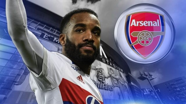Lacazette signs for Arsenal