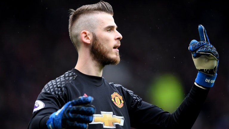 Papers: Real back in for De Gea
