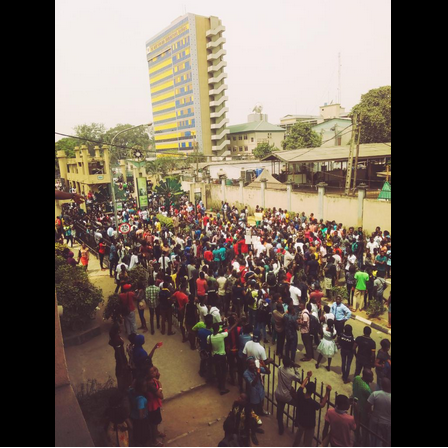 Photos: UNIOSUN students embark on protest over the death of an undergraduate