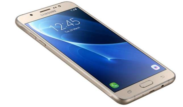 Samsung Galaxy J7 smartphone reportedly blows up in mid-air flight The story is going by a possible theory that the user of that Samsung phone may have caused the incident.