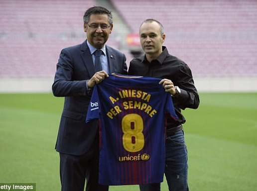 Andres Iniesta signs lifetime contract with Barcelona