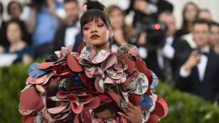 Rihanna to co-host 'Controversial' 2018 Catholic Couture inspired edition With Anna Wintour as host, Rihanna, Amal Clooney and Donatella Versace supporting, the MET Gala 2018 theme is controversial!