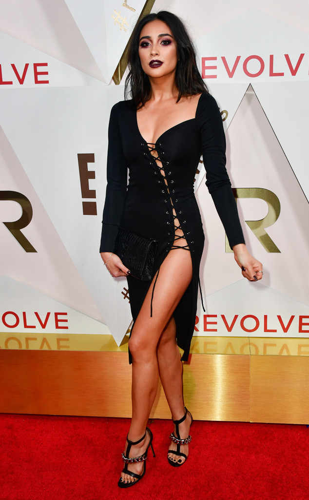 Revolve Awards 2017 Arrivals: Shay Mitchell, Chrissy Teigen & More