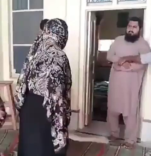 Watch video of a mother as she storms a mosque and beats up an Islamic scholar who molested her 8-year-old daughter