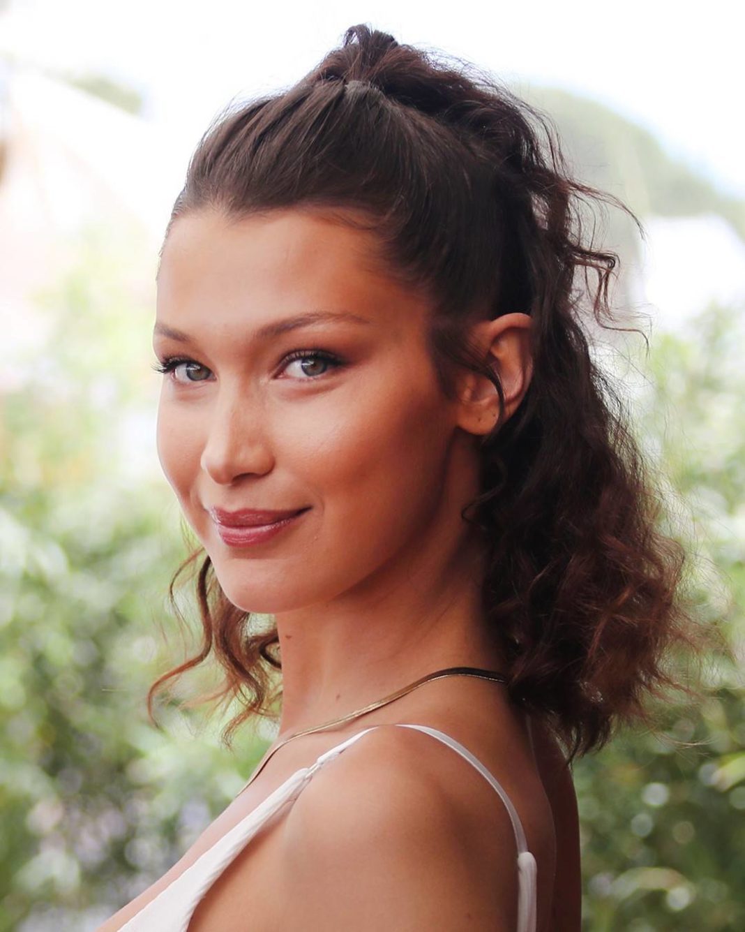 Bella Hadid Is Really Feeling This $17 Gold Necklace
