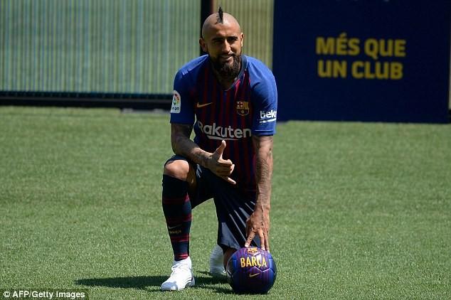 Barcelona unveils new £27million signing Arturo Vidal at Nou Camp (Photos)