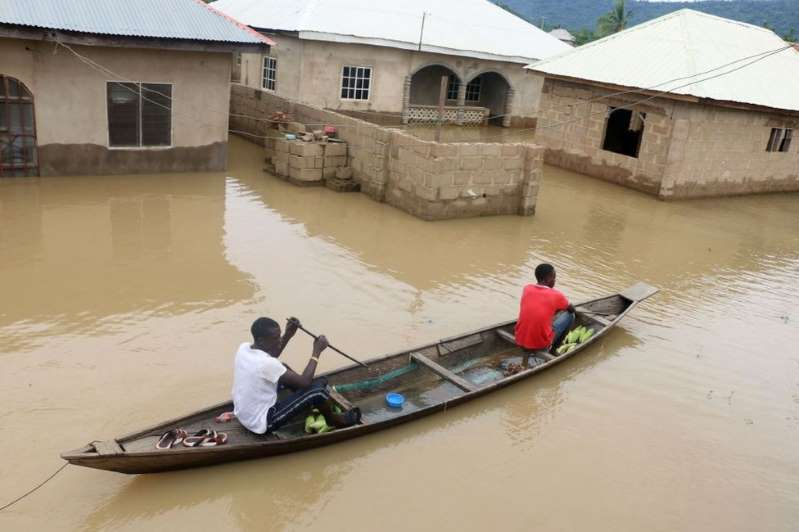 Overflowing Nigeria rivers kill 100