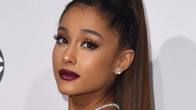 Singer Ariana Grande debuts new, short hairdo