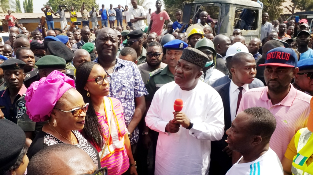 Enugu Fire: Ugwuanyi aids victims with cash donations