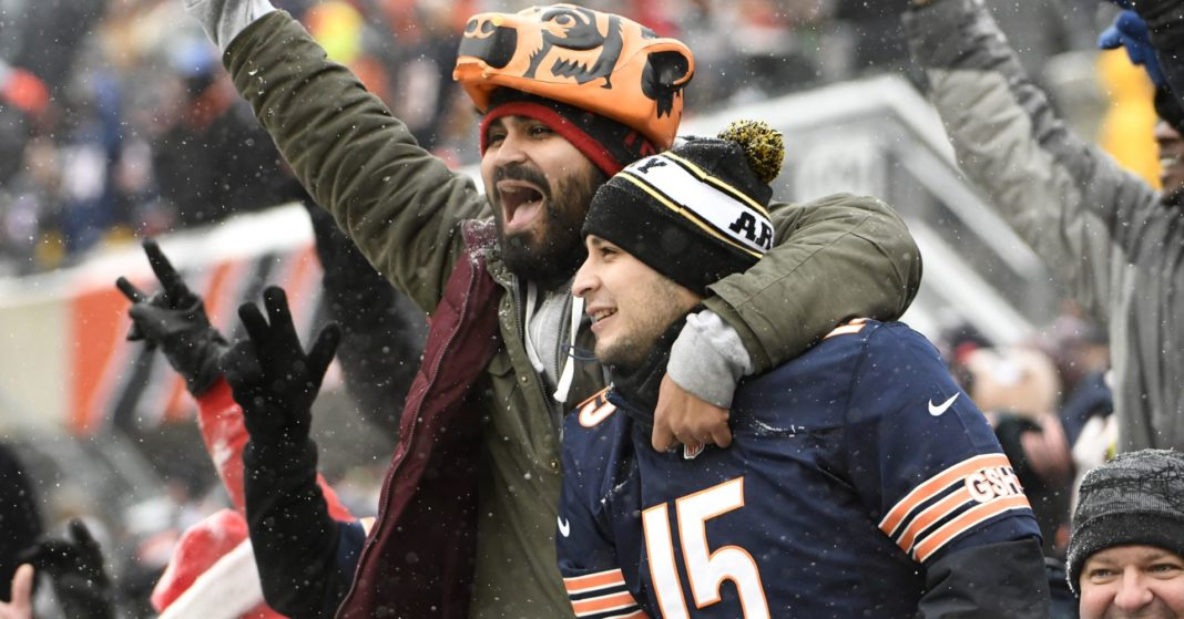 Fans are using Venmo to tip celebrities like Bears QB Mitchell Trubisky and SNL's Michael Che