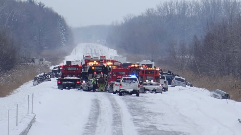 Icy roads, blowing snow lead to pileups on highways 40 and 640 near Montreal