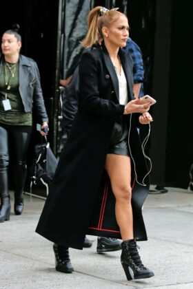 Jennifer Lopez – Shopping in Soho, New York