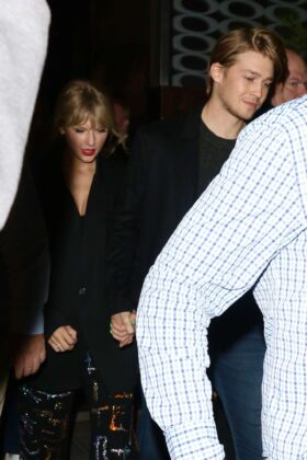 Taylor Swift – Leaving the SNF after-party with her boyfriend in New York City