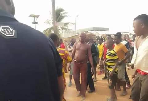 Angry mob sets notorious robber ablaze in Benue (graphic photos)