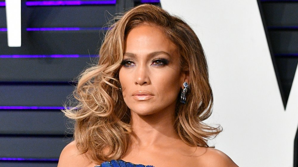 Where does Jennifer Lopez live and how big is her house? bigger and bigger