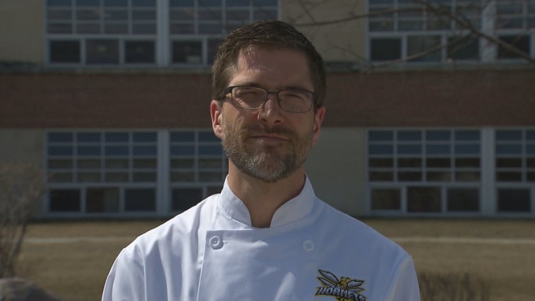 Winnipeg School Division creates hampers for 3,200 hungry students during pandemic