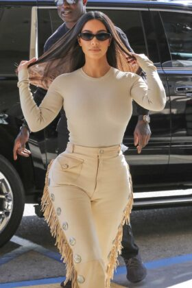 Kim Kardashian – Shopping with the KUWTK crew at Nordstrom in Woodland Hills