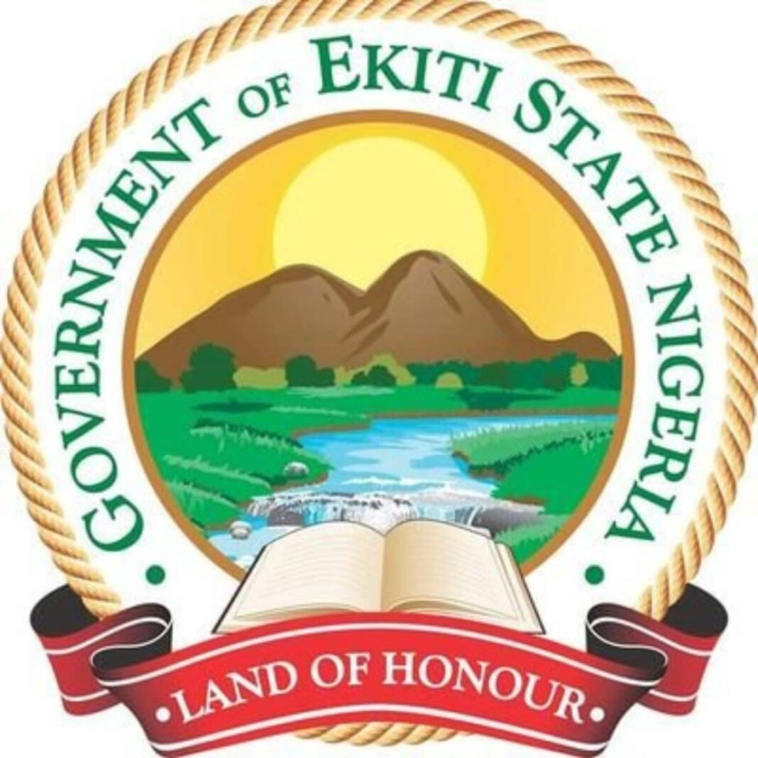 Nigeria news : Ekiti govt resolves monarch's rift with 30 estranged Chiefs as 3-Month palace boycott ends