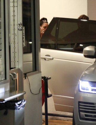 Kim Kardashian – Leaving an office building in Los Angeles