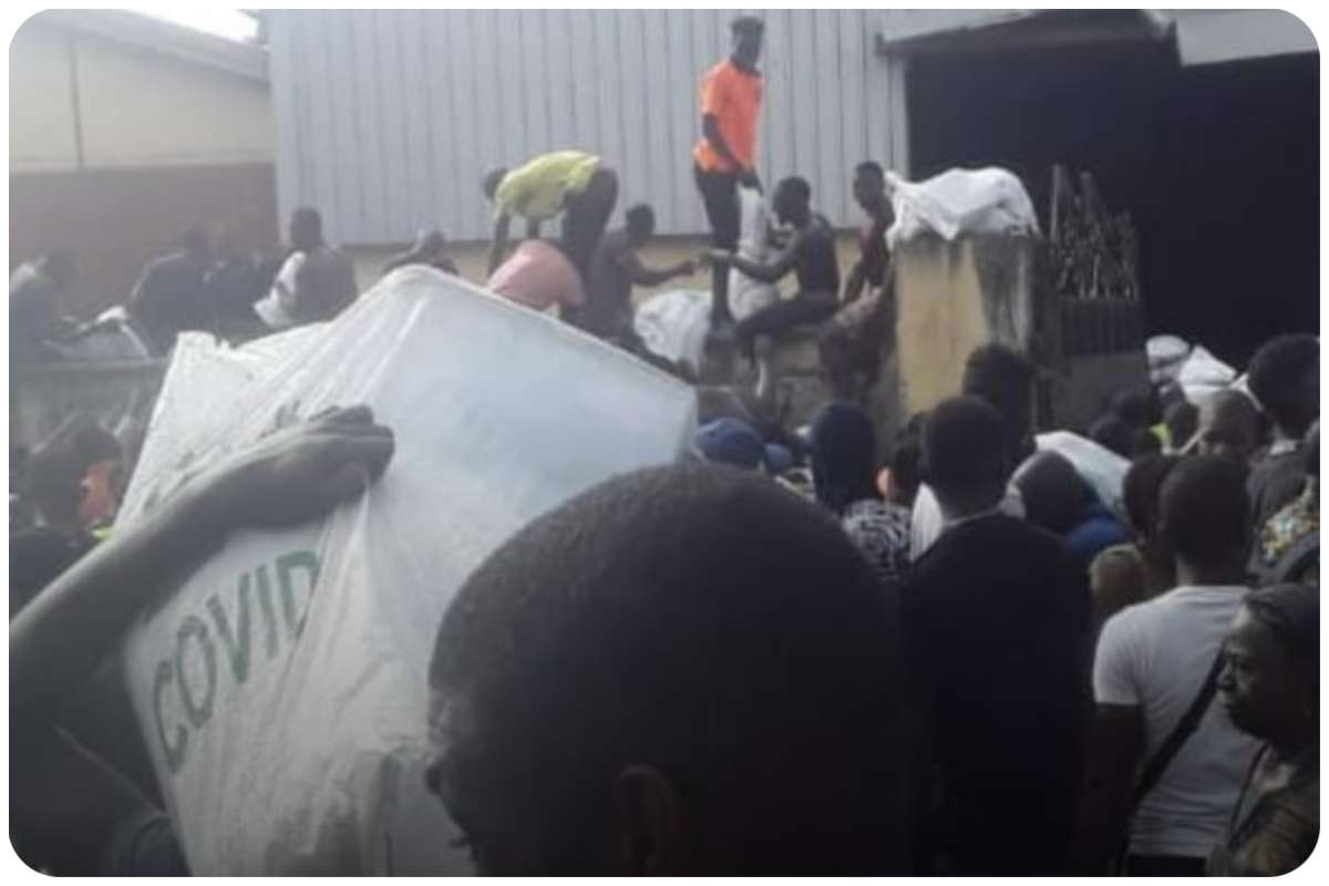 Nigeria news : BREAKING: End SARS: Hoodlums attack warehouse, loot COVID-19 palliatives in Abuja