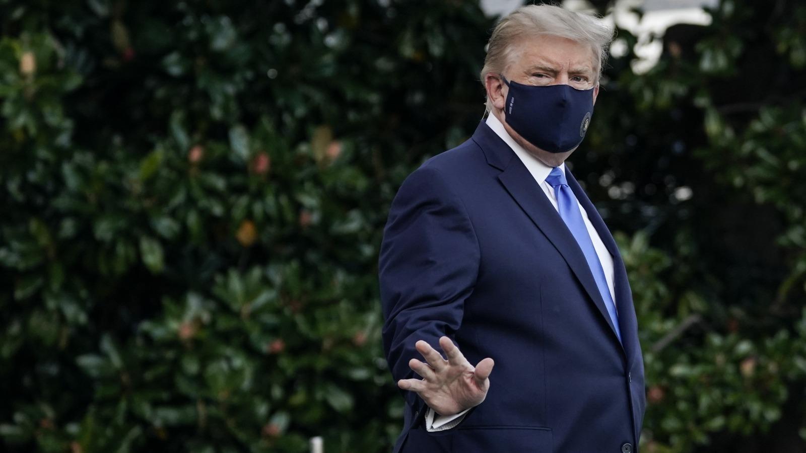 Donald Trump with facemask