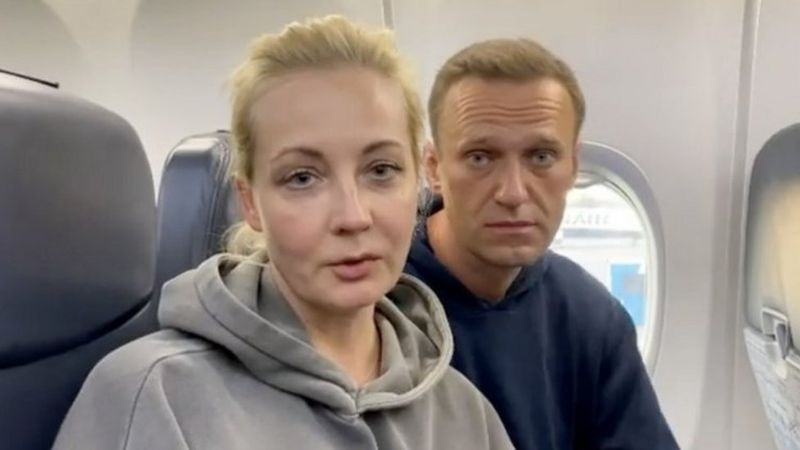 Putin critic, Alexei Navalny's wife and hundreds of people detained as thousands gather across Russia to protest against the government (video)