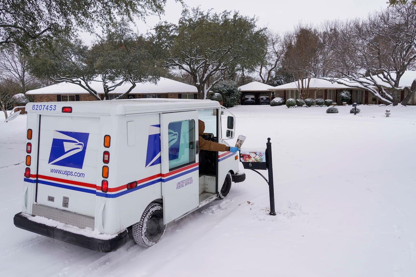 As USPS delays persist, bills, paychecks and medications are getting stuck in the mail