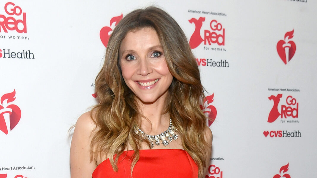 Here's How Much Sarah Chalke Is Really Worth