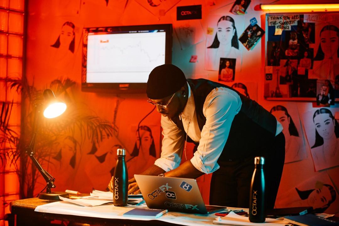 Peruzzi teams up with OctaFX for his latest music video lindaikejisblog4