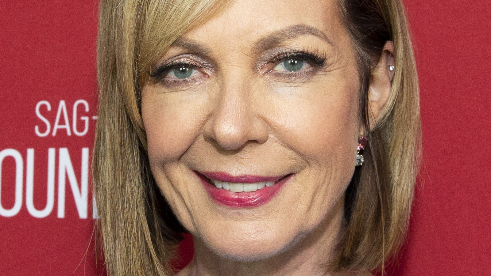 Allison Janney Opens Up About Never Getting Married Or Having Kids