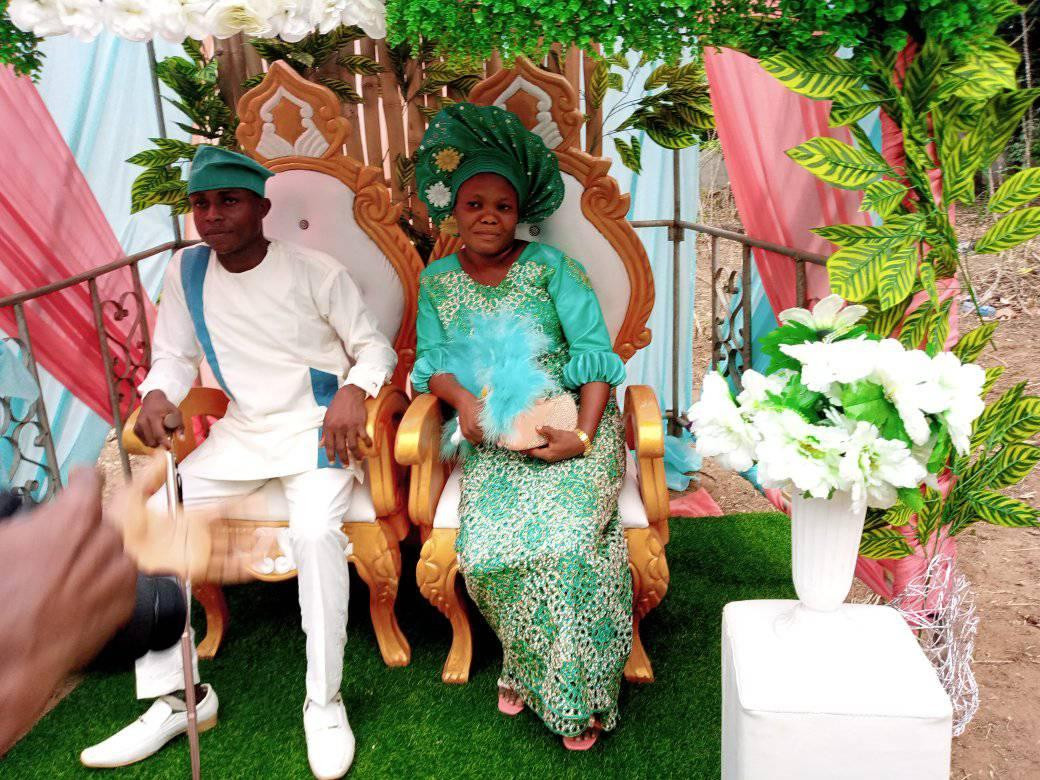 Photos of Nigerian bride who wore no makeup and jewelry on her wedding day