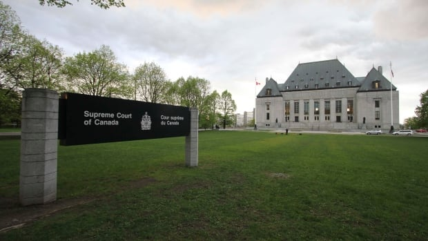 Police officers can't sue Crown prosecutors for how case was conducted, Canada's top court rules