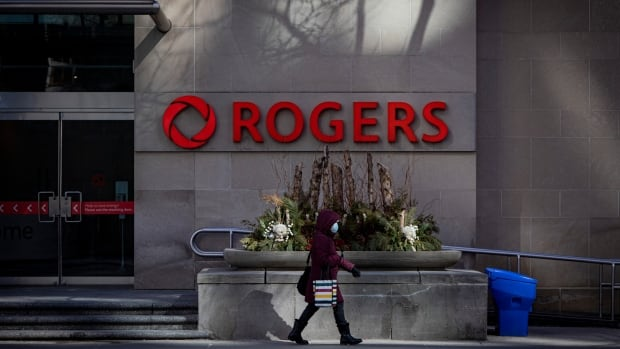 Rogers identifies cause of Canada-wide wireless outage, but no time given for service return