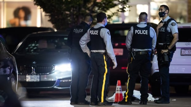 1 dead, 2 injured in shooting at Burnaby shopping centre