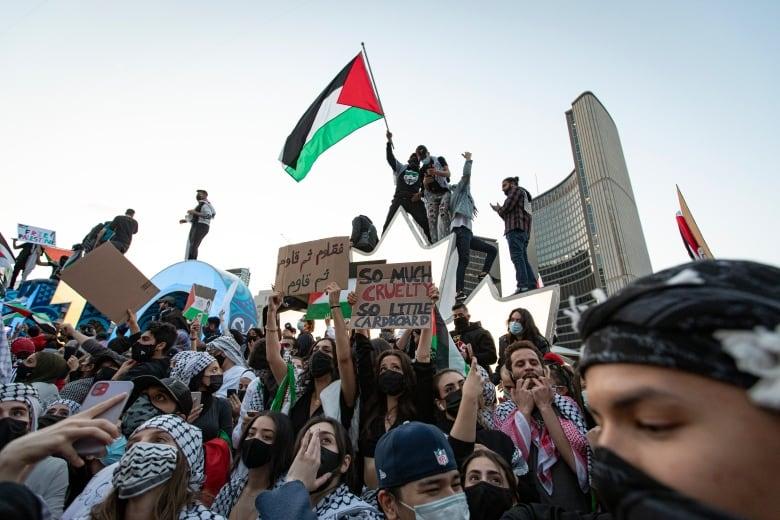 Toronto police arrest 3 men following anti-lockdown, pro-Palestinian protests