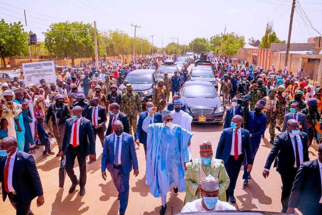 Eil-el-Kabir: Daura residents file out to greet President Buhari (photos)
