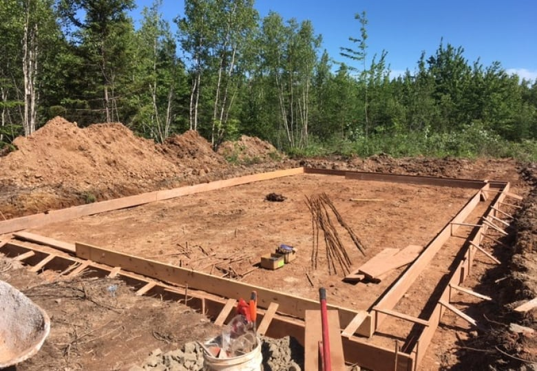 Village of Tatamagouche, N.S., rallies around homeless family to build them a house