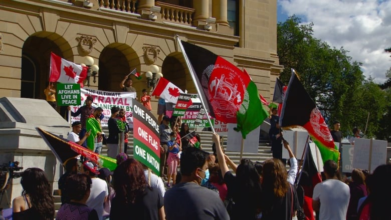 Alberta protestors share disappointment, frustration over relatives trapped in Afghanistan