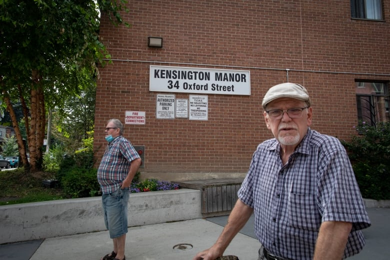 Seniors cut off from mail delivery after Toronto building overrun by cockroaches